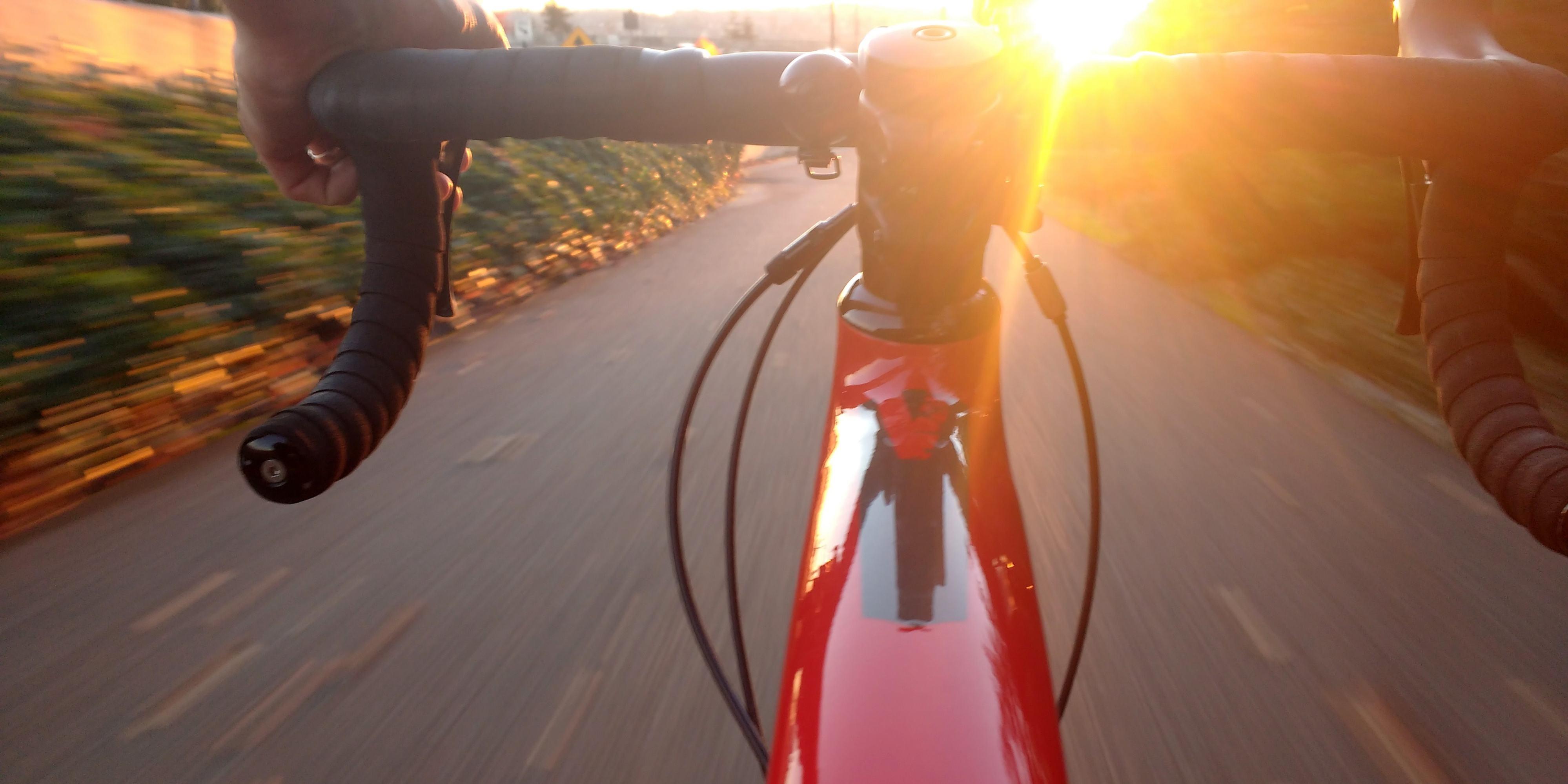 Progetto educativo per la scuola secondaria con attività ricreativa in bicicletta nel parco e attività di orientamento